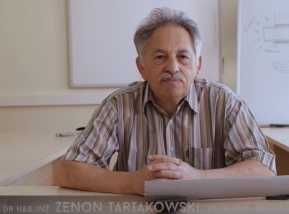 Profesor Zenon Tartakowski prezentuje nowe zabezpieczania przeciwogniowe